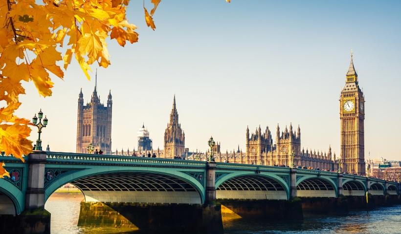 İngiltere, Hong Kong'luları BNO Vizesi ile Karşılıyor